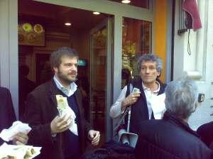 Mariorino e Monguzzi davanti al kebab di via Borsieri